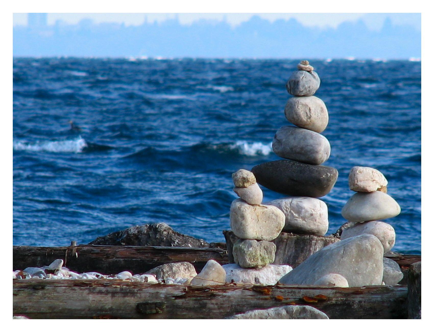 http://martouf.ch/utile/images/divers/2009_03_22_14_06_equilibre_des_empillements_de_galet.jpg