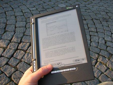 lecture sur un bouquin électronique iliad.jpg