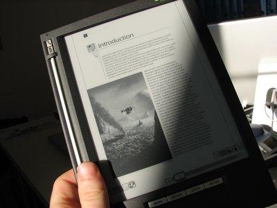 lecture de papier électronique au soleil sur iLiad.jpg