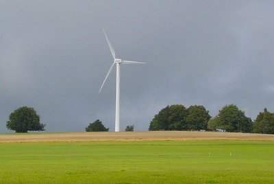 éolienne en bout de champ.jpg