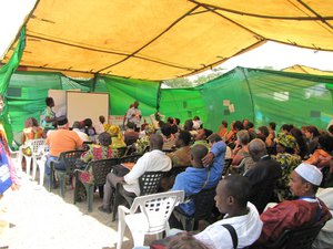 conférence dans un tente au forum social mondial de Dakar 2011.jpg