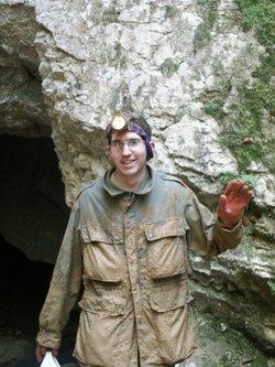 Mathieu boueux sort de la grotte de Môtiers.jpg