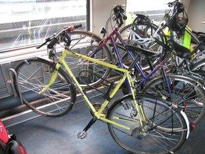garage à vélo dans un train à 2 étages.jpg