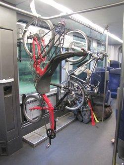 vélo couché dans un train.jpg