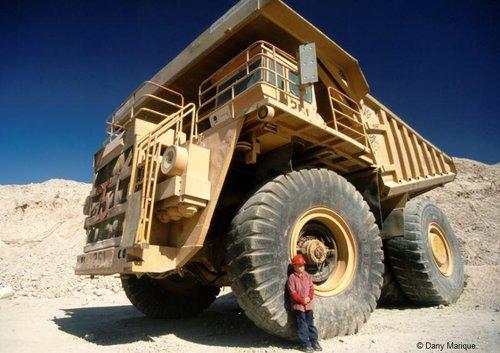 Chile_Chuquicamata_mine_haul_truck_Dumper_f933a27695ad411d873d56695803559b.jpg