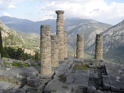 1024px-Delphi-temple-to-appolo1.jpg