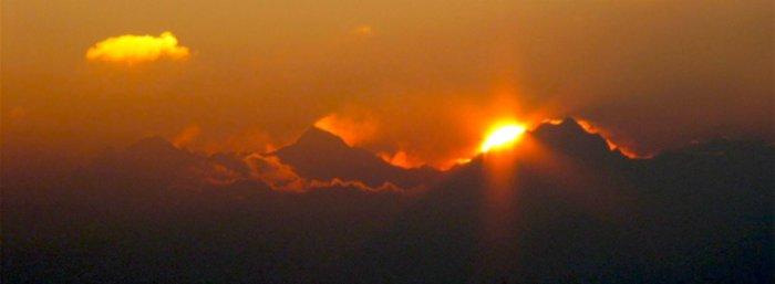 lever de soleil sur la jungfrau large.jpg