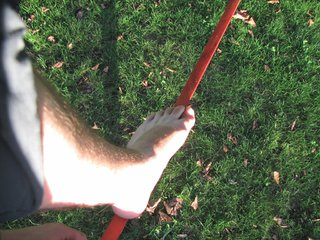 pied sur la sangle de slackline.JPG