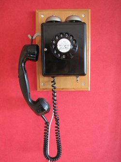vieux téléphone.JPG
