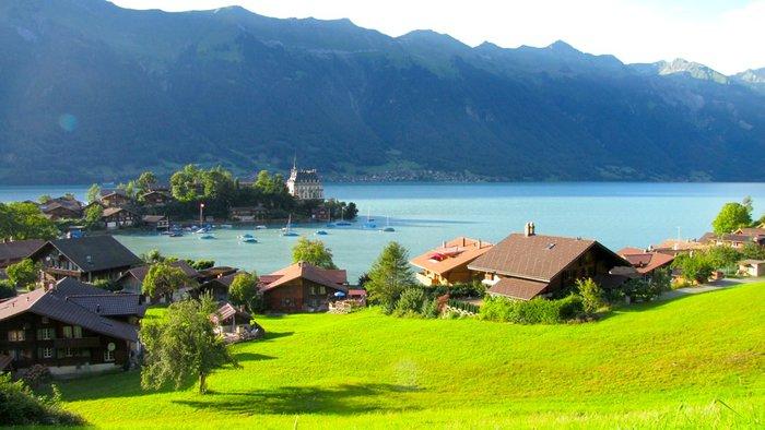 lac de Brienz turquoise.JPG