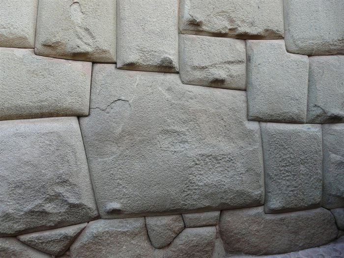 Mur_Inca_Cuzco pierre moulée.jpg