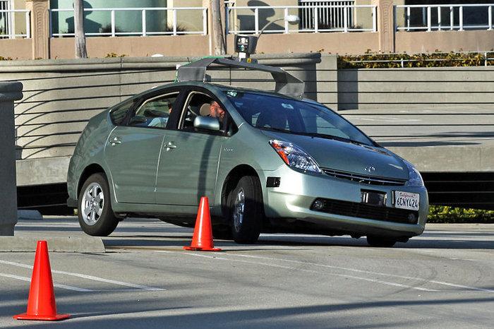 800px-Jurvetson_Google_driverless_car_trimmed.jpg