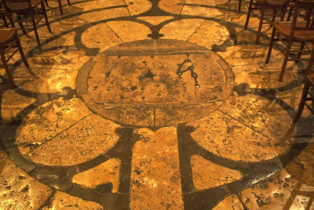 centre du labyrinthe de la cathedrale de chartres