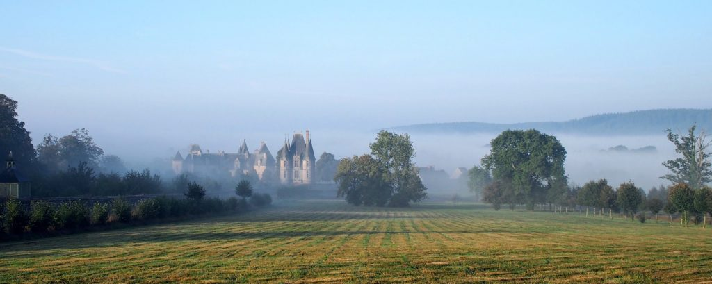 château de Carrouges brume du matin