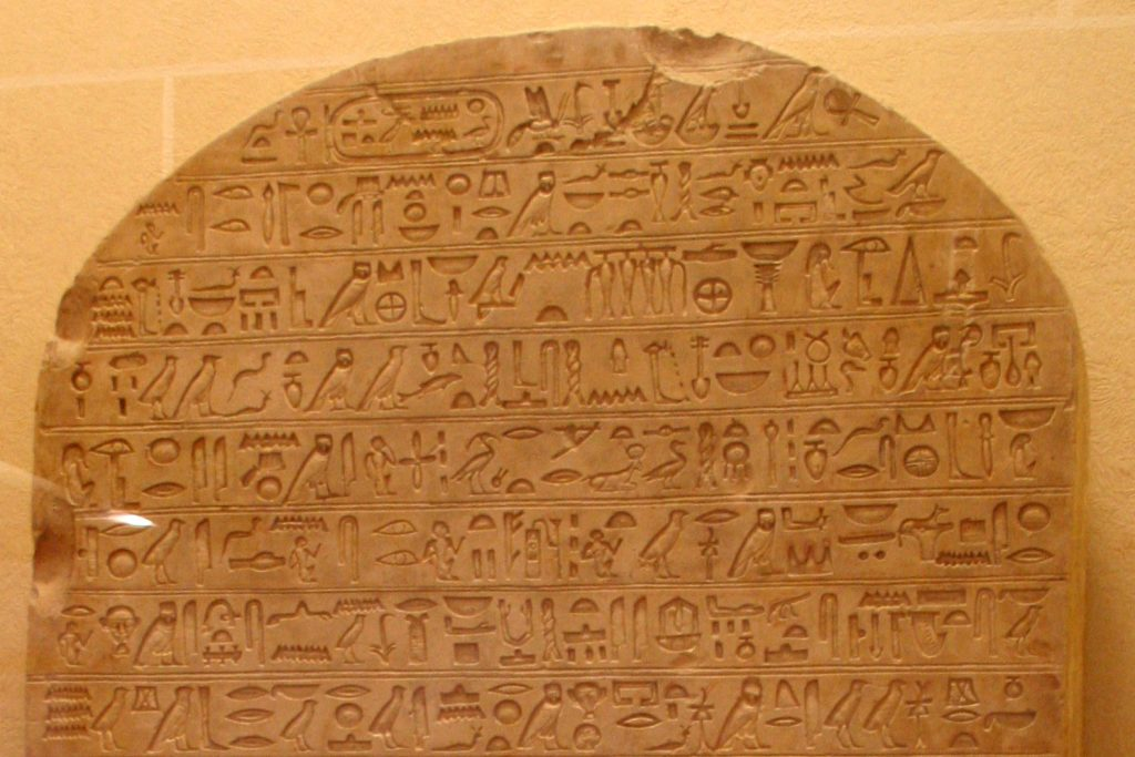 les pyramides de gizeh et les murs incas sont construits