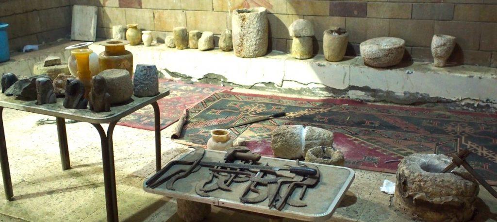 outils travail vase albatre