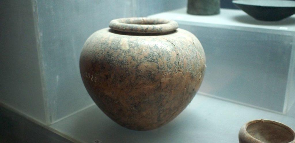 vase en granite saqqarah