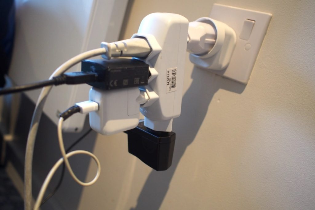 adaptateur prise electrique voyage velo usb france suisse angleterre
