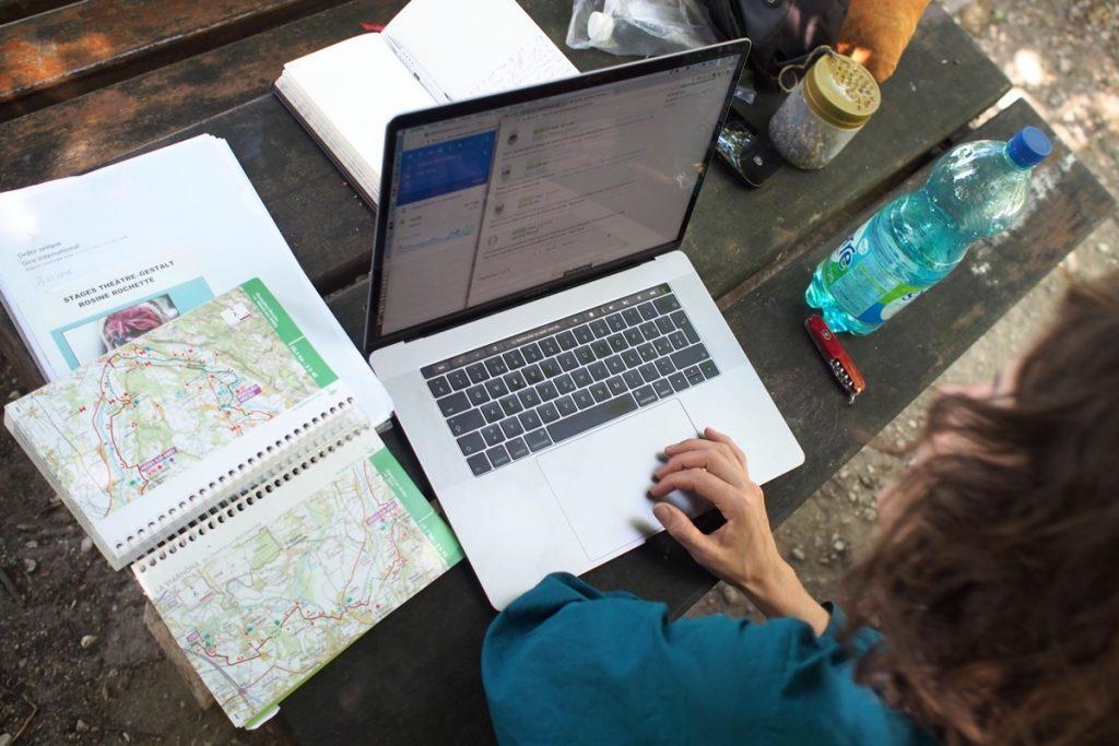 voyage à vélo navigation carte gps macBook