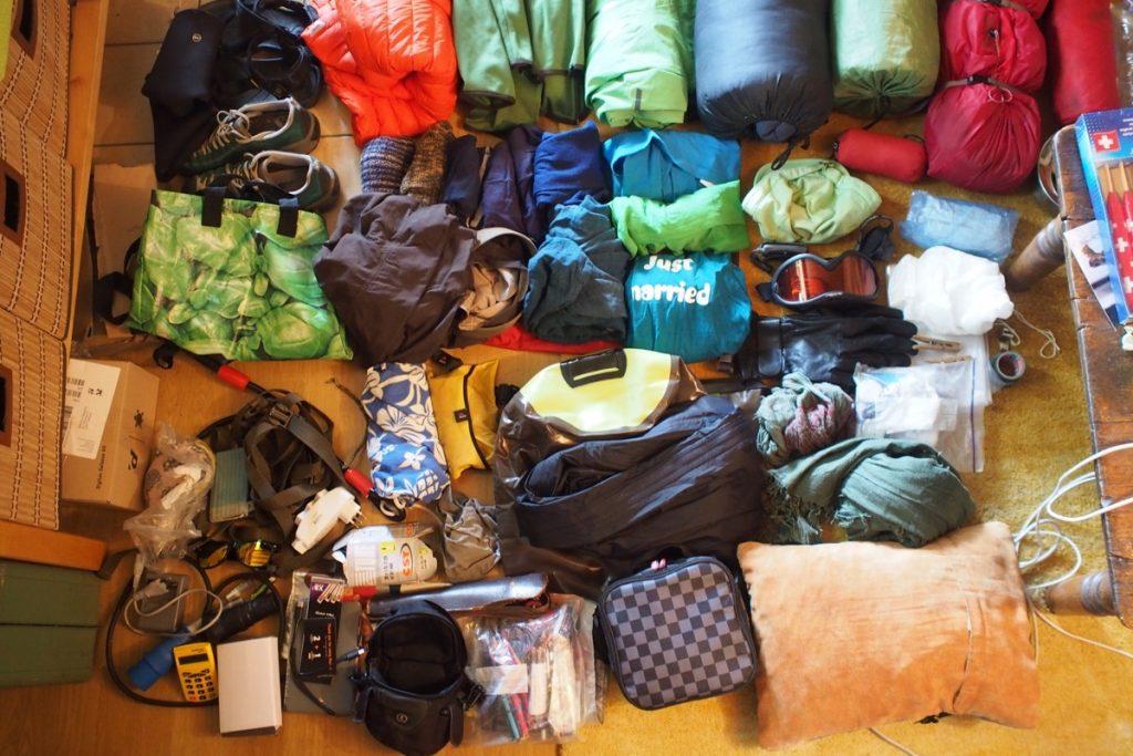 matériel pour 3 mois de voyage a vélo couché chaussure gant masque veste sangle