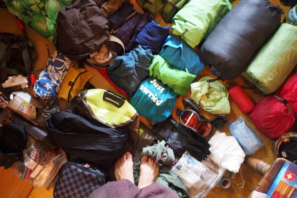 materiel pour 3 mois de voyage a velo couche habits saccoche ortlieb sac de couchage habit de pluie chaud repartation