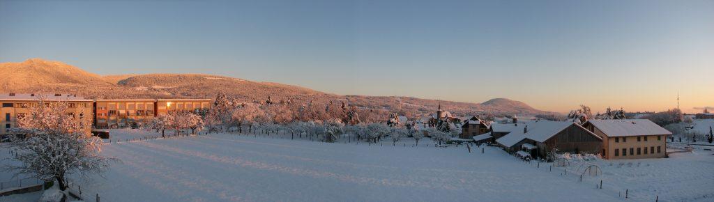 pano 1er lever de soleil sur la neige à Boudry