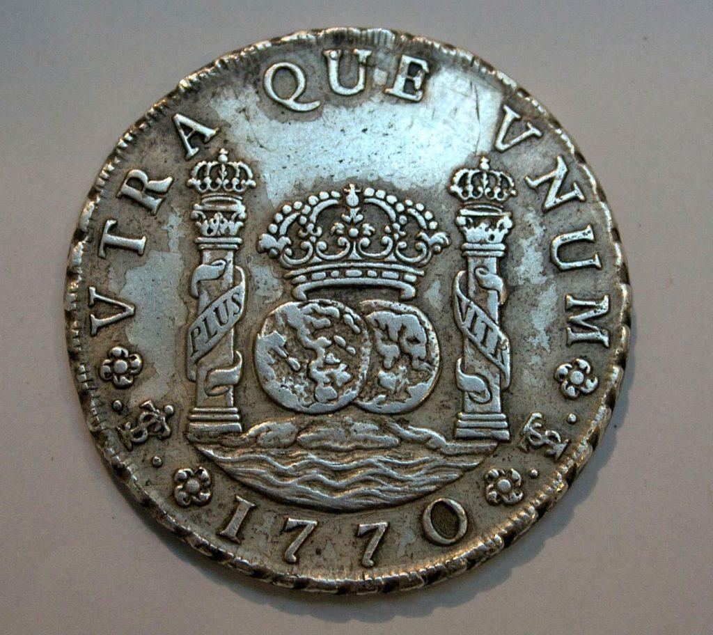 8_Reales,_1770,_British_Museum colonne dollars origine
