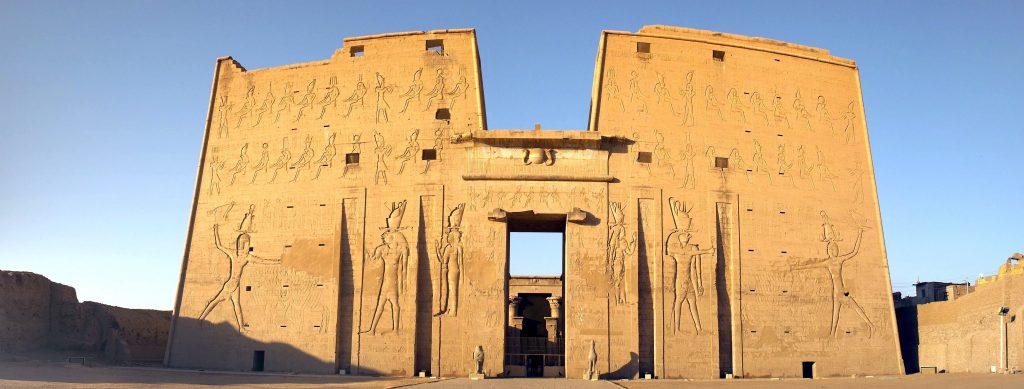 temple horus edfu pylone en H panorama