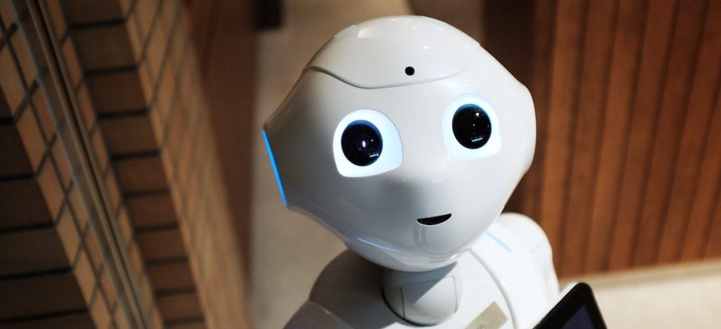gentil-robot-yeux-kawai-alex-knight-199368-unsplash