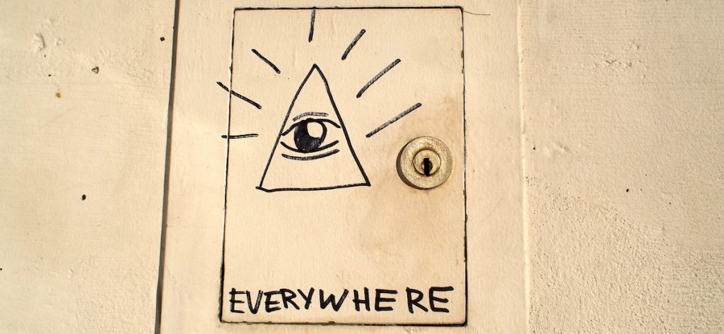 illuminati-triangle-everywhere-manipulateur