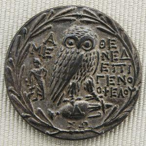 piece-de-monnaie-argent-1200px-Silver_tetradrachm_Athens_new_style_reverse