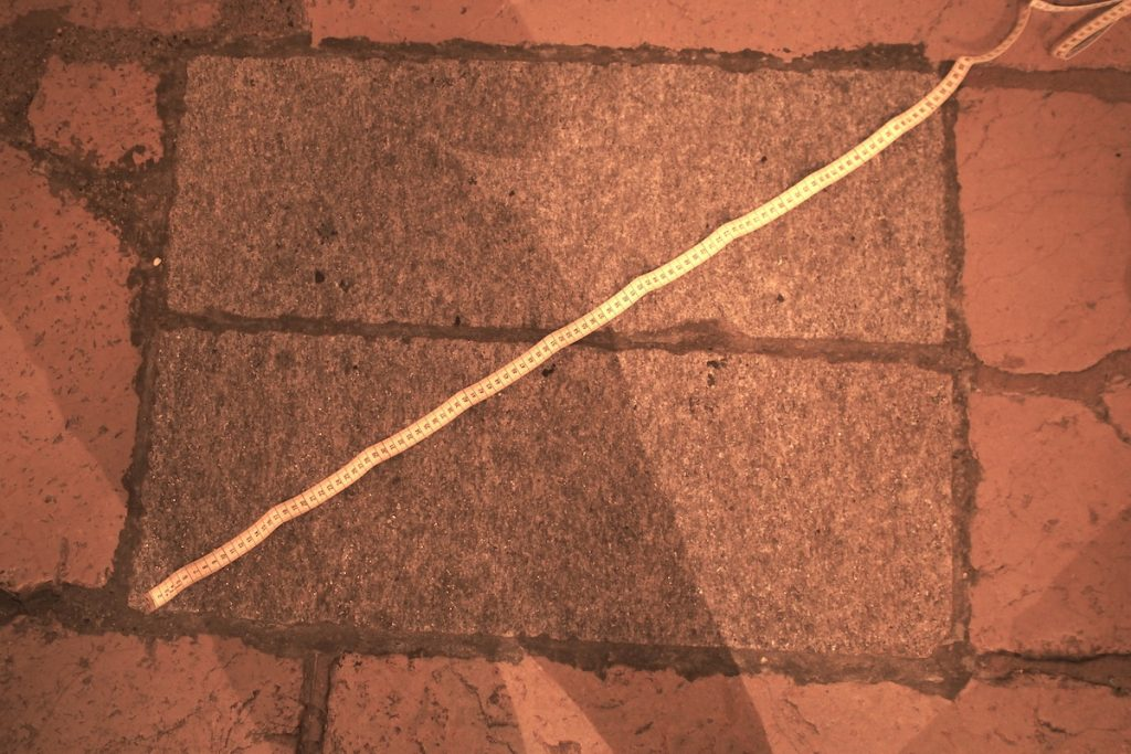 pierre-angulaire-de-la-cathédrale-de-Fribourg-diagonale-mesure-1-mètre-2x-1-pied-romain
